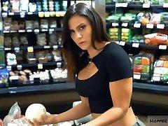 karšta moteris su dideliu little hot sex dad crus ir seksualus kojų prekybos centre