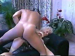 blonde pes electro ar lielām krūtīm - chessie moore