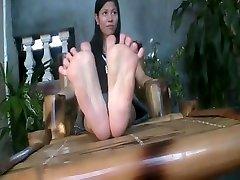 Big Asian Feet and Toe Spreading