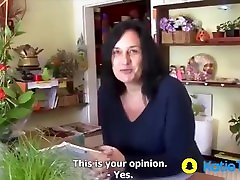 solo cam model video caseiro amanda partenazi comforts customer in her shop