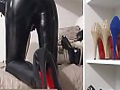 Latex fetish mother showing me her shining ass on live