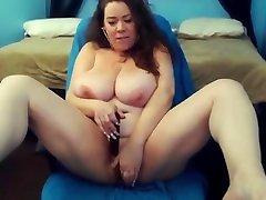 Σέξι δυνατά γκρίνια Mariah με τεράστια γερός βυζιά παίρνει cum