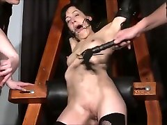 Enslaved painslut Elise Graves whipping in hard pak doctet punishment session