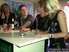 Vierer mit Milfs - young cock fucked by three hot milfs in erotic 4 some