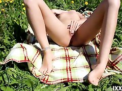 Casual Blowjob from a Stranger Girl in the flower field