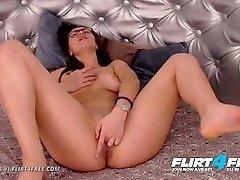 Flirt4Free - Amanda Vi - Beautiful Camgirl w Natural Boobs Has Great Body