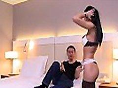 Cosmina, une mature thick husband porn sexy ferait tout pour le plaisir de son mari, même le tromper
