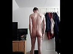 Skinny guy undresses mota lan wale xxx and poses in front of cam!