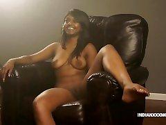 Juicy Pussy Indian Babe Gauri suny liony xxx Modelling In Lounge On Sofa