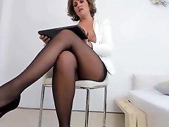 Hot Gorgeous MILF Orgasm On Web