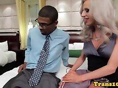 travestie se mais ã nue suce et se fait piner pour de l argent