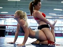 Sexy Lesbians Enjoy Hardcore Wrestling