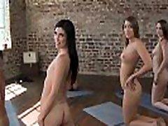 tüdrukud gone wild - see alasti jooga klass on nüüd istungil