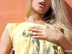 topla prekrasna sasha blond u vanjski solo