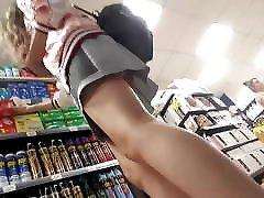 upskirt short skirt girl sexy ass