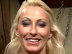 Submissive mgb diamond foxxx In Stockings Gets Punished