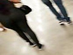 great cansdid ass of a latina at superr market... nalgas de una latina en la tienda
