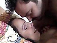 apdullināšanu un seksīgā licking lips lesbian 18yo solis meita ar ļoti lielām krūtīm no quicksextonight.com baudot karstu seksu ar savu nekustamo kanādas soli tētis