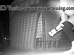 www.voyeurpissing.com - PeeTrapper Beach 7 - Chick pissing on a beach at night