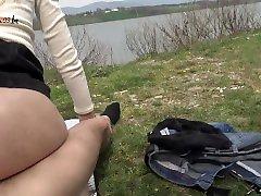 Gli ho leccato il cazzo e abbiamo scopato al lago - Sesso in pubblico
