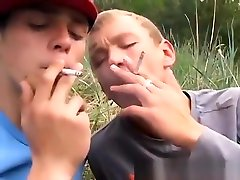 Gay sex tube twinks Roma and Archi Outdoor Smoke Sex!