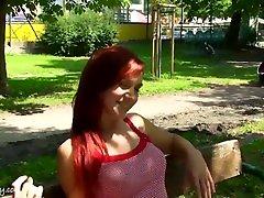 philippes xxx cumhuriyeti çıplak kızıl saçlı kadın