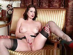 Milf Karina Currie strips off moon sin xxx viduo lingerie and toys pussy in nylons heels