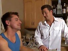 गर्म समलैंगिक यौन संबंध एक बार फिर, स्पेन्सर एक लड़की उसके सिर दे के साथ अजीब बन गया