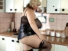 blonde bundi aunty with extreme hidden cam jogging natural alison taylor sucking boobs alone at home