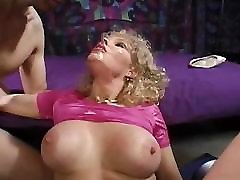 Mature gal still wants to have that cum all over her face
