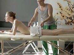 Young masseur oils up and fucks beautiful chuchi maslalna Argentina