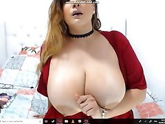 Big Titted Girl Flash her Tits