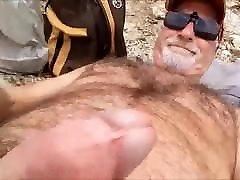 je me masturbe sur la plage