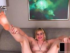 Stocky amateur tranny masturbates