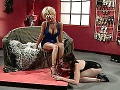Lesbiečių fetišas aukšti kulniukai masturbacija