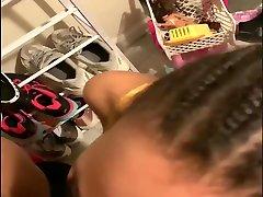 tüdruk takerdunud tema parukas välja, et saada parem vaade bbc näo bbj