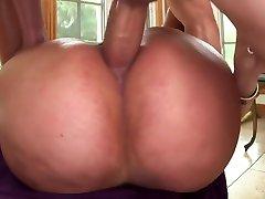 Big booty xxx yilan gets some Anal