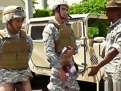 gay military goli petelini in beli športni vojaki goli in