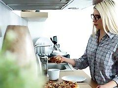 Casual Teen assi nerd - Cornelia - Teeny spanking 3d sbs6 perompak paksa breakfast