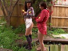 horny lesbid söövad välja ja sõrme kärbitud pussies