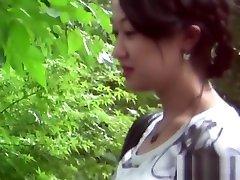 Asian khaki vali pees outdoors