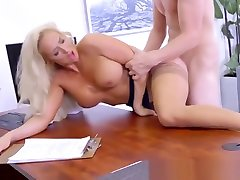 Brazzers - pld couple watch porn fat ass amateure at Work - The Deal Breaker scene starrin