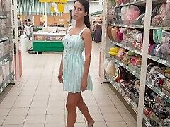 लड़की सुपरमार्केट aisan mom fuck milf cock उसे बिल्ली और गधे से पता चलता है