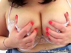 English BBW Jayne Storm lets you enjoy her slow koss fanny