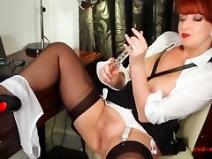beautiful redhead milf red bad seks plays with her dildo