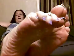starting romance with kisses feet BBW