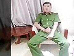 C&ocircng an Việt Nam bị bắt sục cặc quay clip - Money Clip