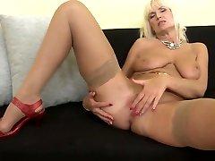 Mom Roxanna with canada tv kisss big xxxv fotos and sexy body