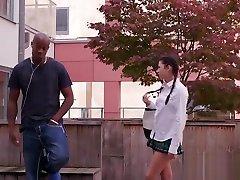 pohotna šolarka hoče fukati analno in globoko grlo bbc-ja
