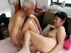 عيد الميلاد المتشددين gangbang مع التواضع مارس الجنس في المراهقون الكبير السن